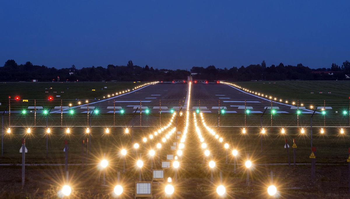 Aeroport, Siguranța Tuturor Se Bazează Pe Un Sistem De Iluminat Eficient